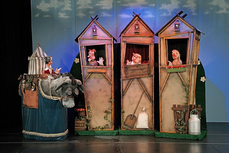 """Eine """"dreigedrehte Dorfgeschichte"""" gibt es beim """"Deppenkaiser"""" des Kikeriki Theaters im Oktober in der Kulturhalle Münster zu sehen."""