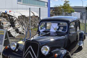 Die Citrogarage GmbH sorgt mit ausgestellten Oldtimern für Hingucker.