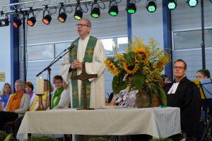 Pfarrer Bernhard Schüpke beim ökumenischen Gottesdienst am Sonntagmorgen.