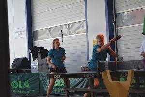 Bei einer Tischtennis-Vorführung der DJK zeigen junge Tischtennisspieler, was sei können.