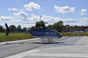 Der Hubschrauber landet im Neubaugebiet Im Seerich.