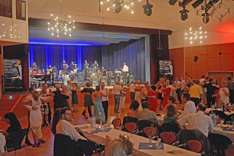 Am Samstag ist wieder Pfingstball in der Kulturhalle Münster. Foto: GM/Lena Brunn