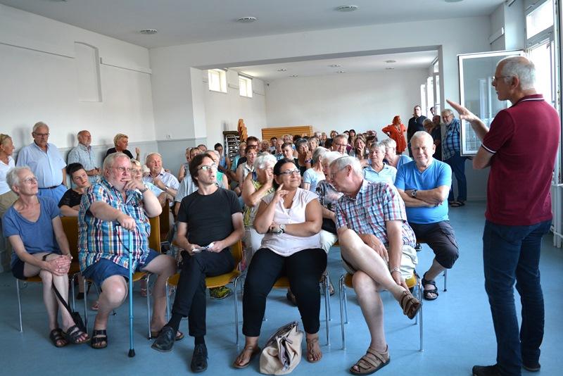 Rund 80 Bürger waren der Einladung von Bürgermeister Gerald Frank ins Gustav-Schoeltzke-Haus gefolgt, um über die Rettung des Altheimer Lädchens zu diskutieren. Foto: GM/Meike Mittmeyer-Riehl