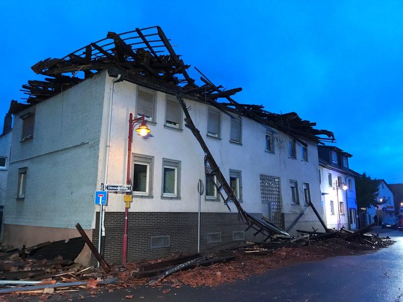 Bei einem Haus in der Frankfurter Straße fegte der Sturm einen gesamten Dachstuhl weg. Foto: Freiwillige Feuerwehr Münster
