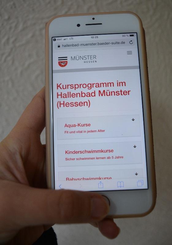 Ab sofort ist es möglich, sich über PC, Tablet oder Smartphone für Schwimm- und Aqua-Kurse im Hallenbad Münster anzumelden. Das Online-System ersetzt das bisherige Anmeldeverfahren mit Zetteln. Foto: GM/Meike Mittmeyer-Riehl