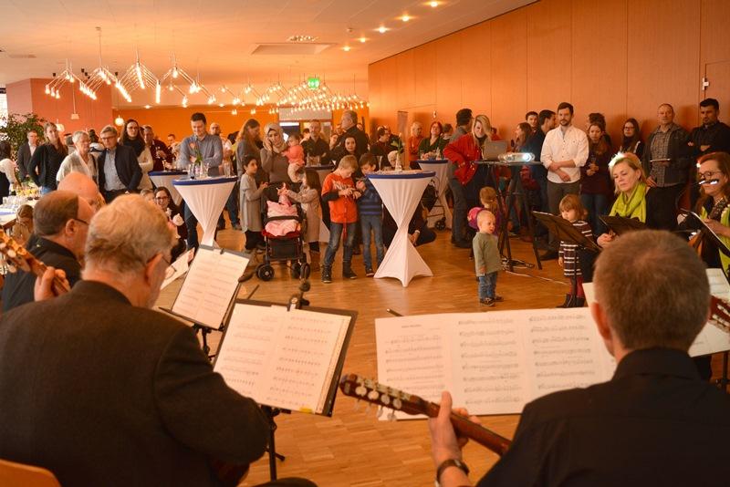 Das Mandolinenorchester der Wandergesellschaft Frisch Auf Münster untermalte die Veranstaltung musikalisch. Foto: GM/Meike Mittmeyer-Riehl