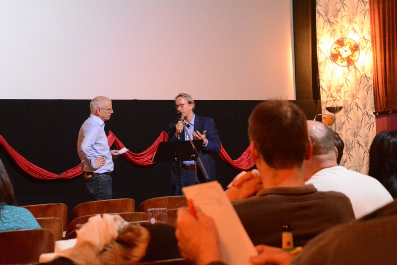 """Regisseur Carl-A. Fechner (rechts) im Gespräch mit Bürgermeister Gerald Frank im Anschluss an die Filmvorführung von """"Climate Warriors"""". Fotos: GM/Meike Mittmeyer-Riehl"""