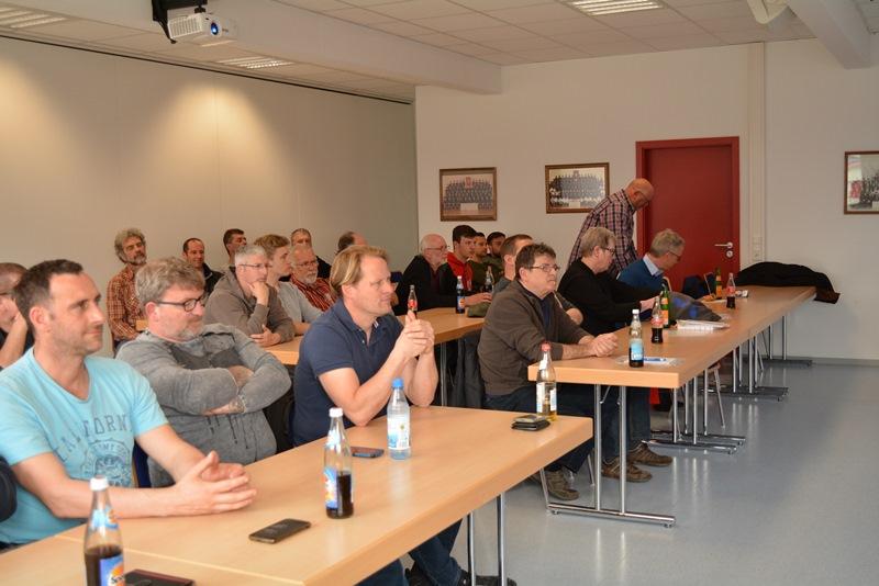 Zu einem Informationsaustausch und einer Fortbildung sind Vertreter von 37 Kläranalgen aus Darmstadt-Dieburg, Darmstadt und Groß-Gerau vergangene Woche in Münster zusammengekommen, hier in einem Raum der Freiwilligen Feuerwehr Münster. Foto: GM/Meike Mittmeyer-Riehl