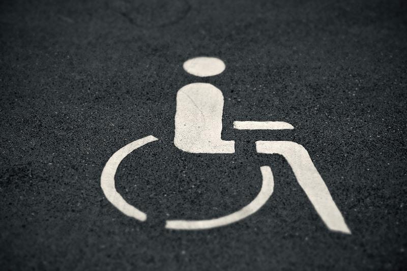 Ein Ansprechpartner vor Ort kann den Belangen von Menschen mit Behinderungen Gehör verschaffen. Foto: Michael Gaida/Pixabay
