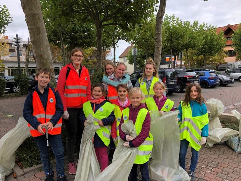 Auch das Team der Kinder- und Jugendförderung der Gemeinde Münster packte fleißig mit an. Foto: Kinder- und Jugendförderung