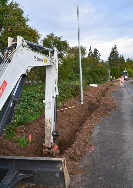 Die Bauarbeiten zur Radwegbeleuchtung schreiten gut voran. Foto: GM/Eric Maercker