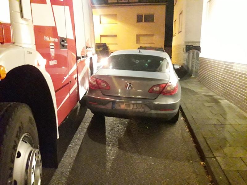 Nur haarscharf passt das Einsatzfahrzeug der Feuerwehr durch so manche Straße im Gemeindegebiet – manchmal ging es sogar überhaupt nicht. Im Ernstfall stehen Leben auf dem Spiel. Foto: Freiwillige Feuerwehr Münster