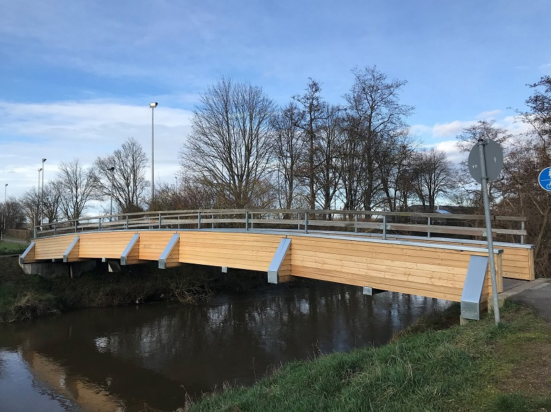 Die Holzbrücke am Gersprenzstadion wird derzeit grundlegend saniert. Foto: GM/Meike Mittmeyer-Riehl