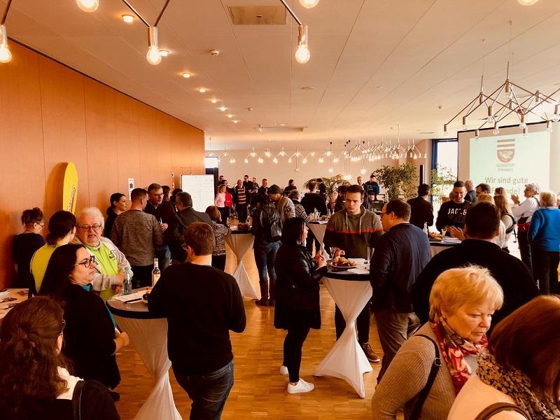 Viel los beim Neubürgerempfang der Gemeinde Münster. Foto: GM/Sandra Schröbel