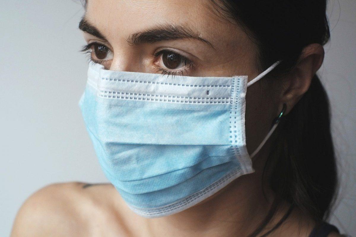 So sieht eine medizinische Mund-Nasen-Maske aus. Foto: Bild von Juraj Varga auf Pixabay