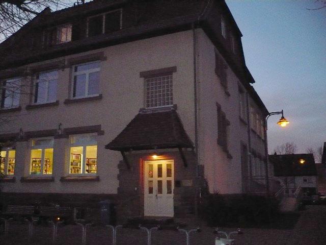 Die Lichter gehen an in der Bücherei Altheim – zumindest für einen Tag, am 23. Februar, an dem sich Leseratten mit neuem Lesestoff ausstatten können. Archivfoto: GM