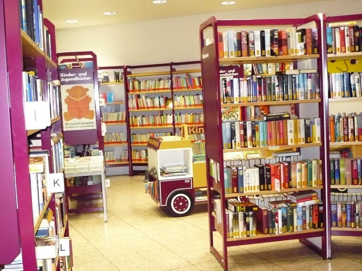 Altheimer Leseratten können sich an einem weiteren Öffnungstag mit neuem Lesestoff ausstatten. Foto: Archiv