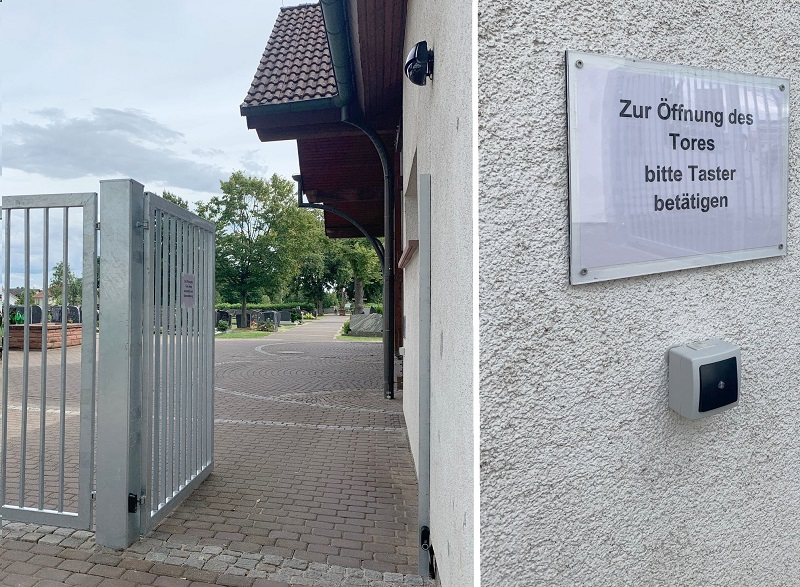 Wenn man sich dem Haupteingangstor nähert, erfasst ein Sensor die Bewegung und das Tor öffnet automatisch (linkes Foto). Beim Verlassen des Friedhofs muss die Automatik per Knopfdruck ausgelöst werden (rechtes Foto). Fotos: GM/Meike Mittmeyer-Riehl