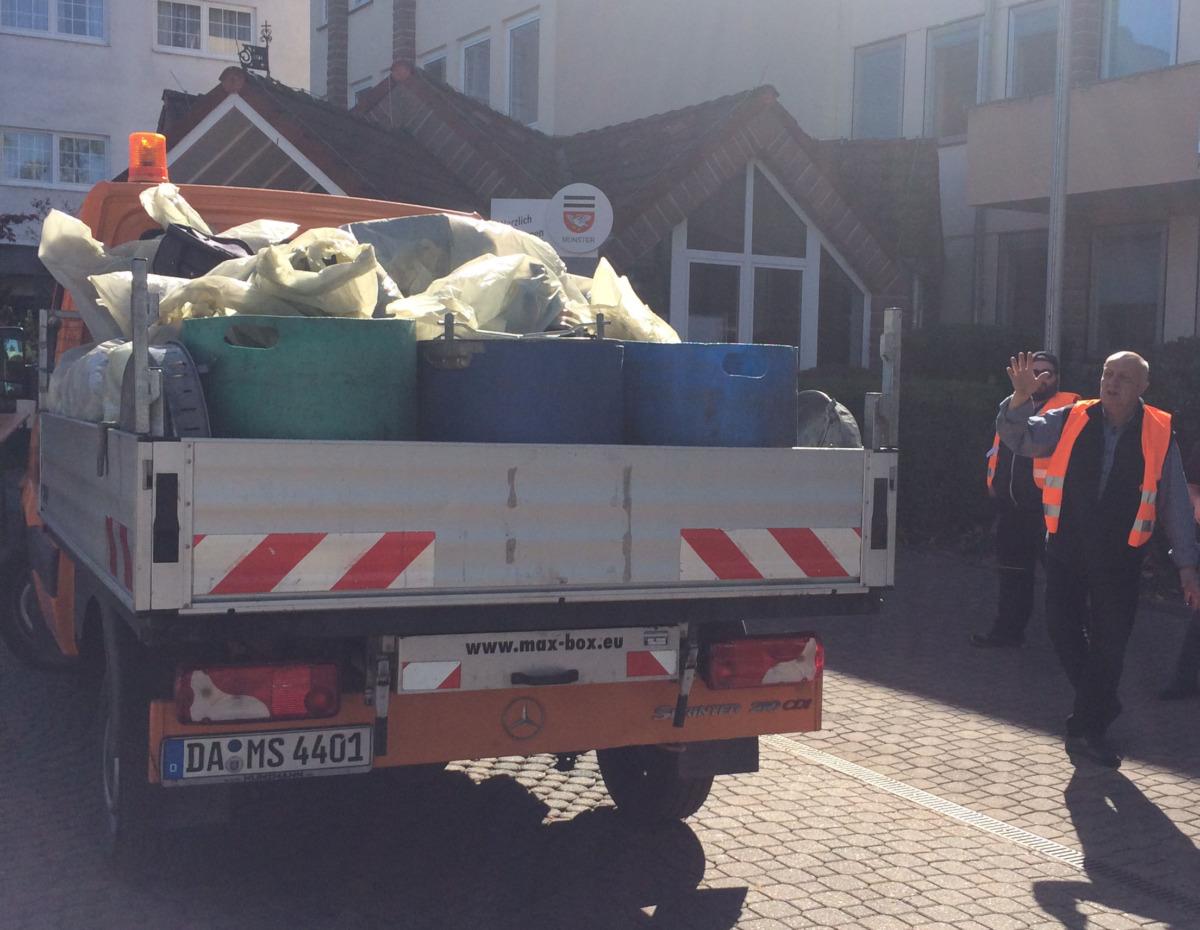 Etliche Fahrzeugladungen Müllsäcke sind bei den Sammelaktionen in den vergangenen Jahren immer zusammengekommen. Auch dieses Jahr hofft die Gemeinde Münster auf viele freiwillige Helfer*innen. Archivfoto: Gemeinde Münster